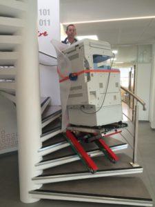 zonzini-carretilla-sube escaleras fotocopiadoras