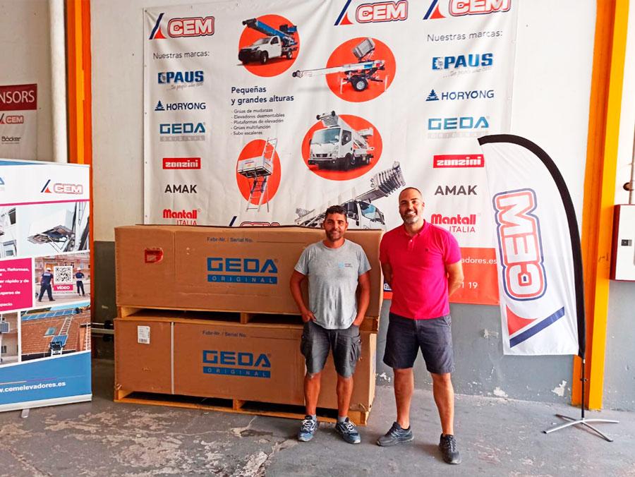 CEM Elevadores entrega dos elevadores GEDA SolarLift en Alicante a la firma Solar Works