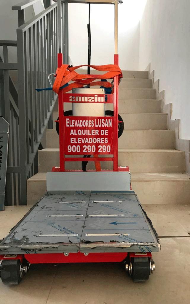 CEM entrega un sube escaleras Domino Automatic a la empresa Elevadores Lusan en Málaga