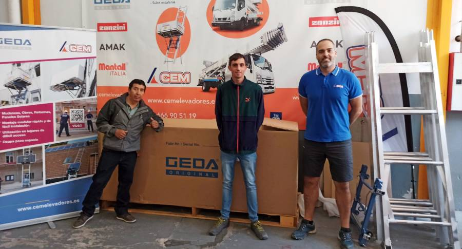 CEM Elevadores entrega un GEDA Solar Lift a la empresa Apliplem